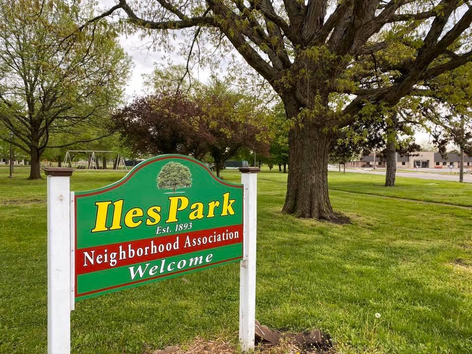 New sign for the Iles Park Neighborhood Association in Iles Park!
